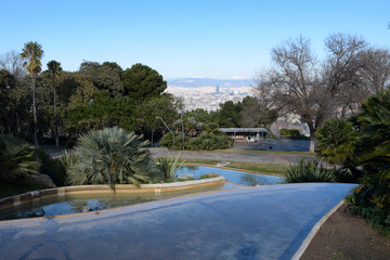 Vista de Barcelona ciudad desde el parque de Montjuic.