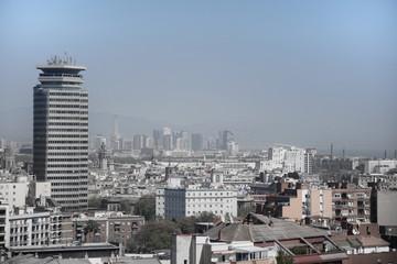 Vista de Barcelona ciudad con el primer rascacielos construido en Barcelona ciudad