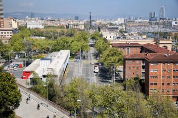 Vista de Barcelona ciudad con el paseo Colón
