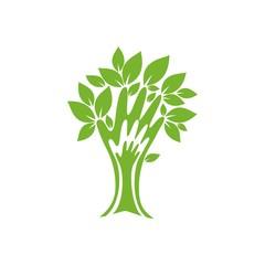 Дерево в виде руки с листьями