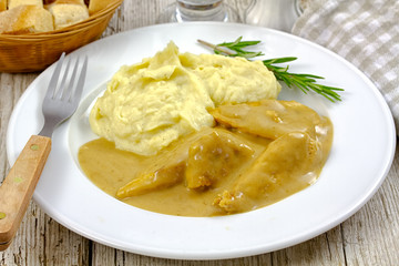 chicken with cream and mashed potatoes