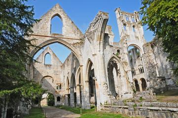 Le rovine dell'abbazia di San Pietro di Jumièges, Normandia, Francia