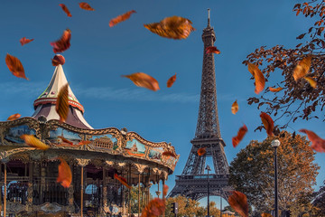 Wall Mural - Leaves falling near the Eiffel tower in Paris