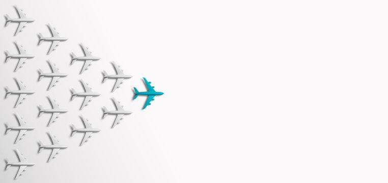 Grupo de aviones en una dirección y un avión rojo apuntando de manera diferente sobre fondo azul. Negocio para la creatividad de nuevas ideas y conceptos de soluciones