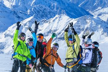Euphorie in der Gruppe beim Heliskiing in der Monte Rosa-Region