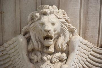 Skulptur eines geflügelten Löwen