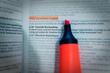 Gesetzestext in deutsch Paragraph § 128 BGB Bürgerliches Gesetzbuch Notarielle Beurkundung in englisch Paragraph § 128 BGB Civil Code Notarization