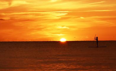 Autocollant pour porte Orange eclat Paddleboarder at sunset