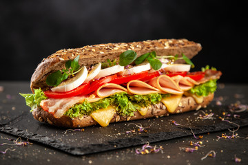 Photo sur Toile Snack Classic BLT sandwiches