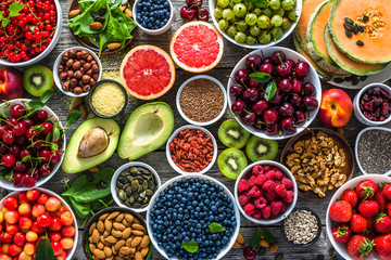 Photo sur Plexiglas Nourriture Selection of healthy food. Superfoods, various fruits and assorted berries, nuts and seeds.