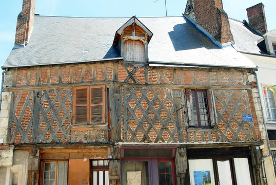 Ville de Saint-Aignan-sur-Cher, ancienne maison à pans de bois du quartier historique, Loir et Cher, France