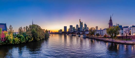 Frankfurt-Main-River-Panorama eyecandy