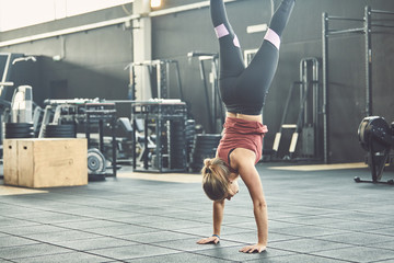 Workout woman vertical exercise at gym