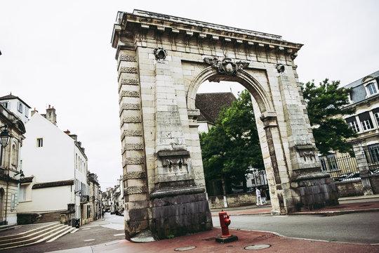 Porte d'entrée de Beaune