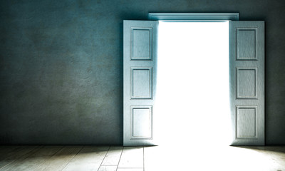 Durch offene Tür schein Licht
