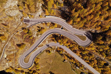 Aerial view of a mountain highway (street) while people go to work in a sunny day. Concept: Transport; Work.