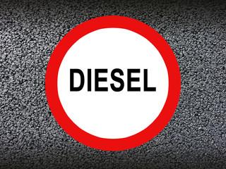 Diesel Verbotsschild mit Asphalt Textur