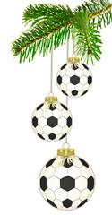 Fussball--Weihnachtskugeln am Tannenzweig