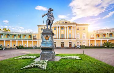 Памятник Императору Павлу в Павловске Monument to Emperor Pavel  in Pavlovsk Fototapete