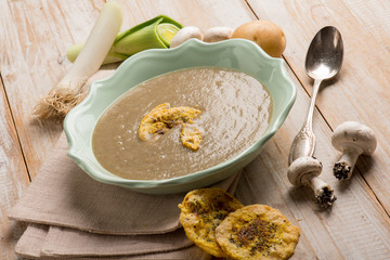 mushroom soup with cheese chips