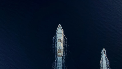Top-down view of large luxury yacht and small boat Fototapete