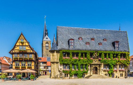 Quedlinburg Marktplatz mit Rathaus und Marktkirche