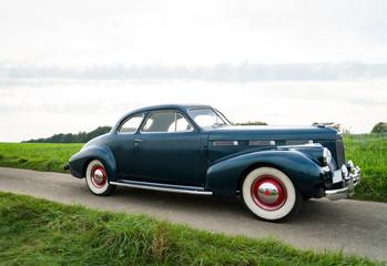 Oldtimer Cadillac Lasalle Coupe von der Seite aufgenommen.