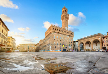 Photo sur Toile Con. ancienne Florence, Italy. View of Piazza della Signoria square with Palazzo Vecchio reflecting in a puddle at sunrise