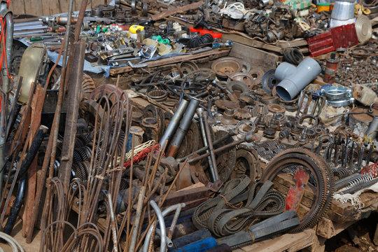 Ersatzteile auf dem Markt in Ambositra
