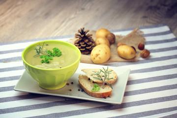 soupe de légumes vert