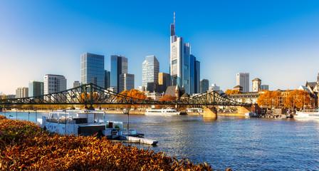 Frankfurter Skyline mit wunderschöner Herbststimmung
