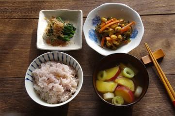 朝ごはん 朝食 和食 さつま芋の味噌汁