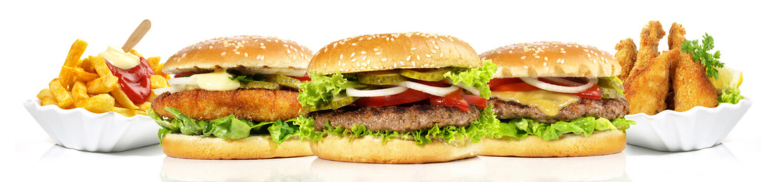 Hamburger mit Pommes Frites und Chicken Nuggets - Panorama