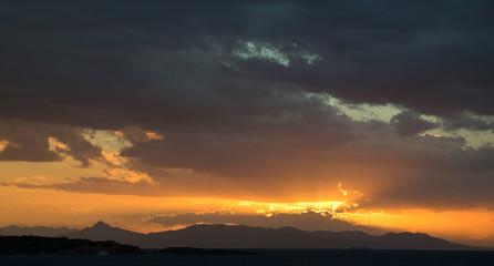Stimmungsvoller Sonnenuntergang am Mittelmeer
