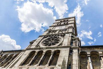 Heilig-Geist-Kirche, eine neuromanische Basilika mit mächtigem Glockenturm in Schweinfurt