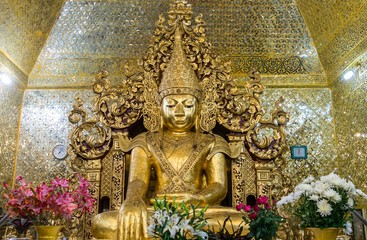 Bouddha Mahamuni temple Mandalay Amarapura Myanmar Birmanie