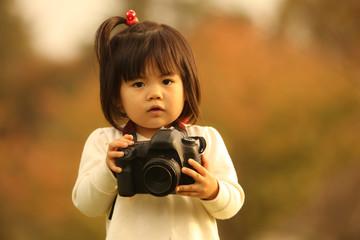 撮影する女の子