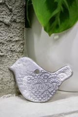 Керамическое украшение для елки ручной работы