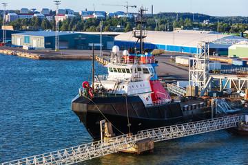 tug at the seaport