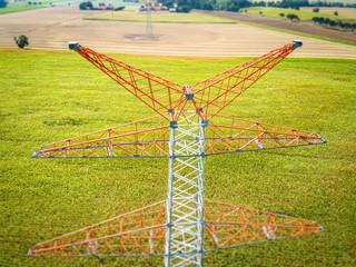 Netzausbau - Energiewende, neu errichteter Strommast für Nord-Süd Trasse