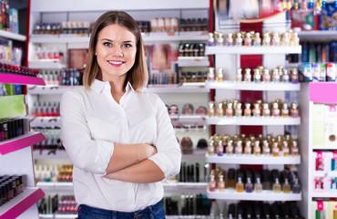 Portrait of attractive confident salesgirl in cosmetics shop