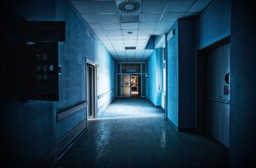 Fototapeta Il corridoio dell'ospedale abbandonato. obraz