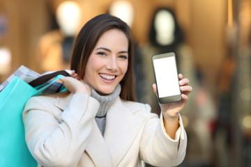 Shopper showing blank phone screen in winter