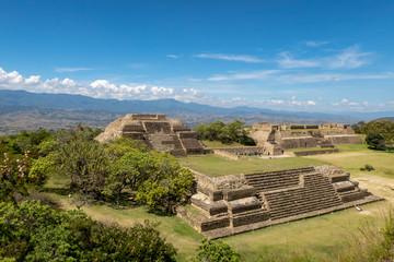 Pyramiden am Monte Alban in der Nähe von Oaxaca, Mexiko