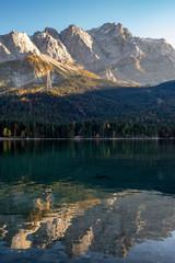 Zugspitze vom Eibsee im Herbst