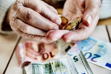 Seniorin, Euro, Geld, zählen