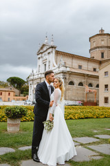 The bride and groom make a photo in the town of Ravenna ..