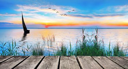 panoramica de un atardecer en un lago de España