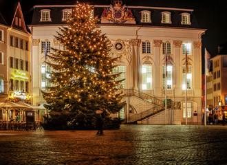 Vor dem Alten Bonner Rathaus