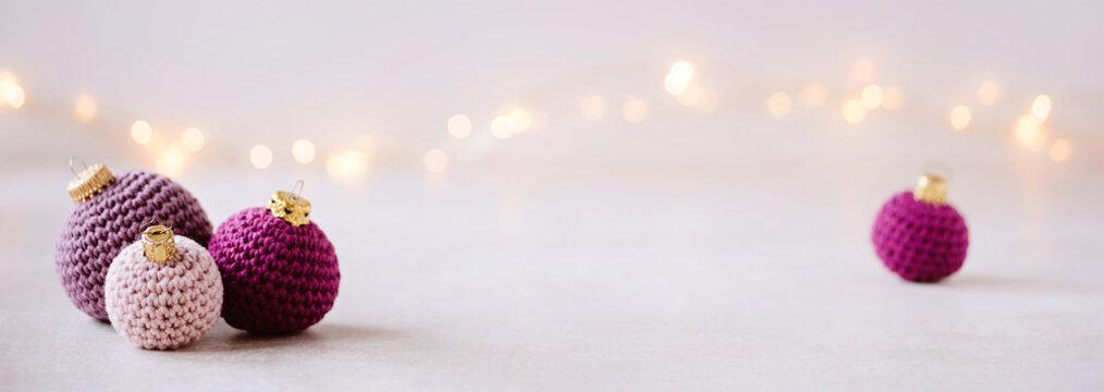Wollige Weihnachtsgrüße - gehäkelte Weihnachtskugels als weihnachtsdekoration, romantisch und feminin, als Banner